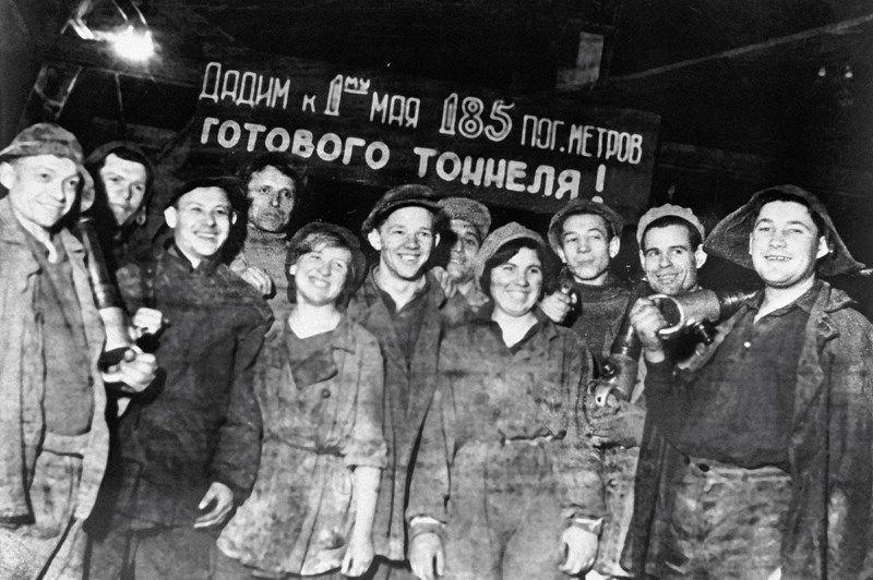 члены комсомольской бригады Краевского Московского метростроя.