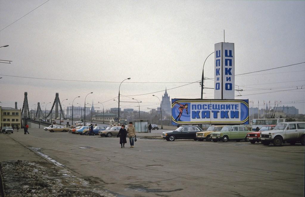 Парковка рядом с Парком Культуры