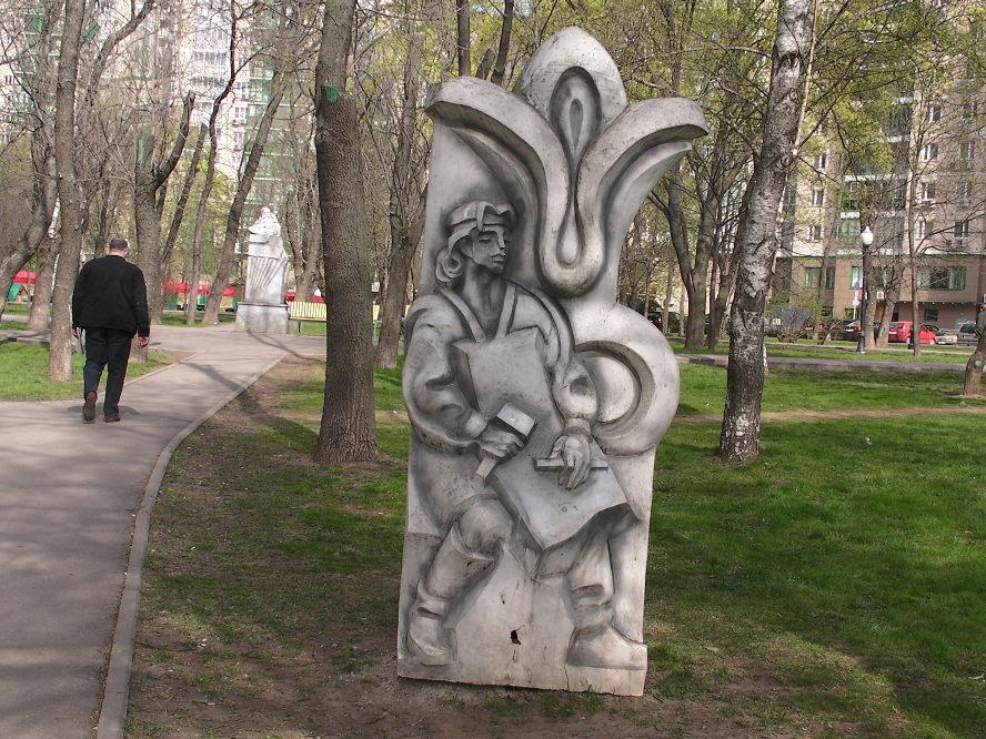 Скульптуры по сказам Бажова. Данила-Мастер