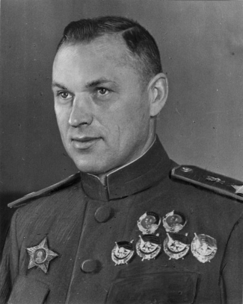 Маршал-Советского-Союза-К.К.-Рокоссовский-1944-год-480x600
