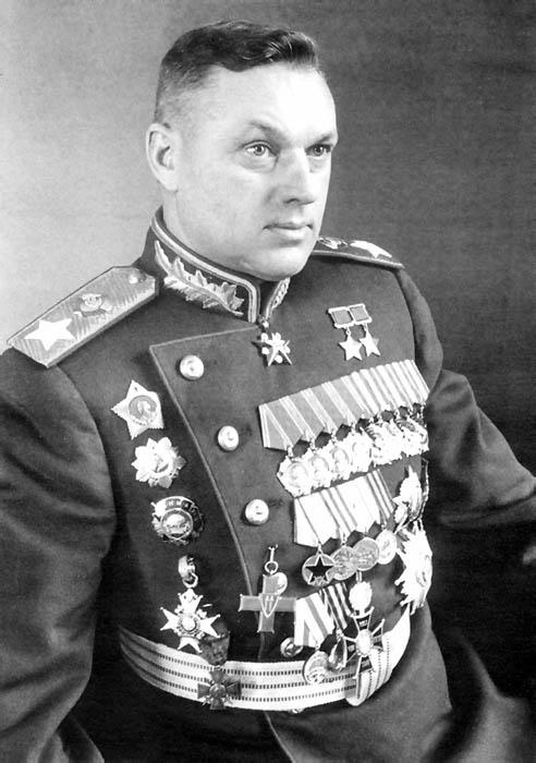 Маршал-Советского-Союза-Рокоссовский-К.К.-перед-парадом-Победы-1945-год