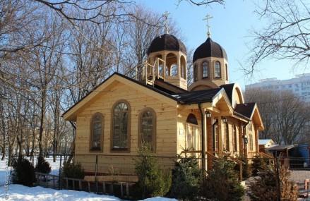 В храме Феодора Ушакова в Новогирееве организовали акцию по обмену вещами