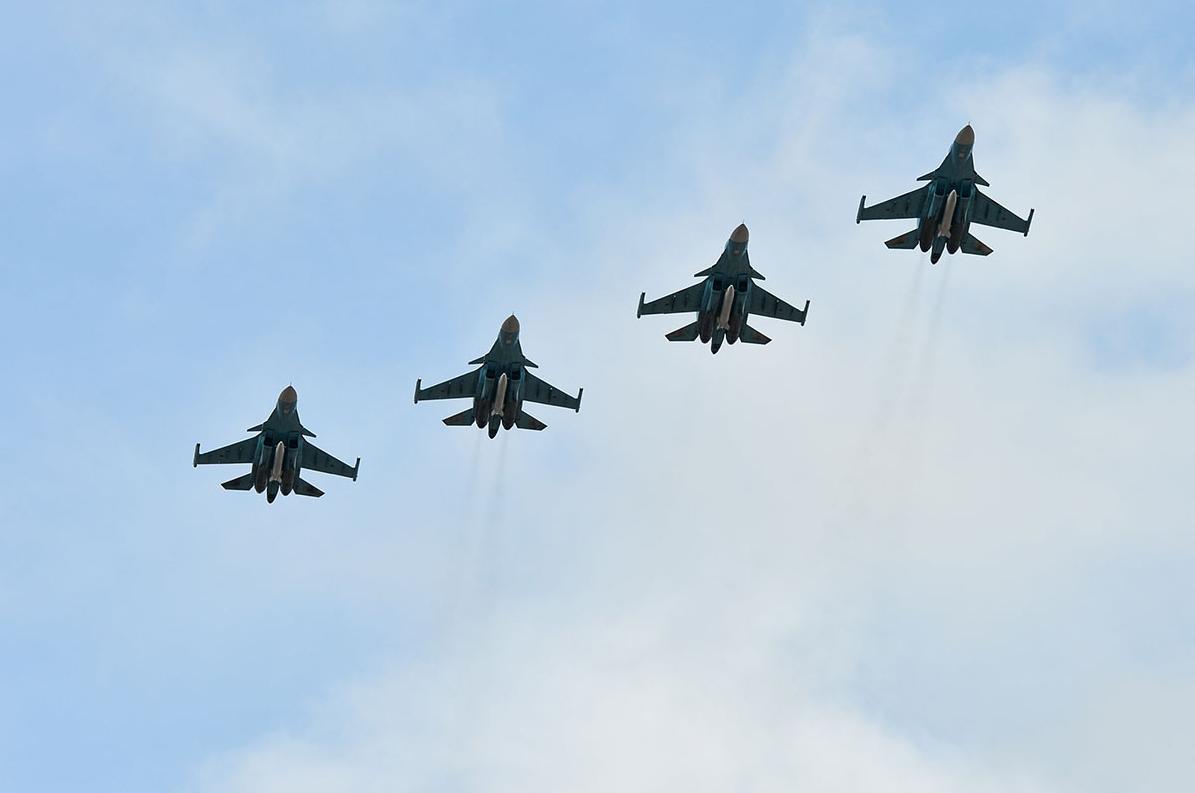Новейшие фронтовые бомбардировщики Су-34. Фото: Алексей Иванов/ТРК «Звезда»
