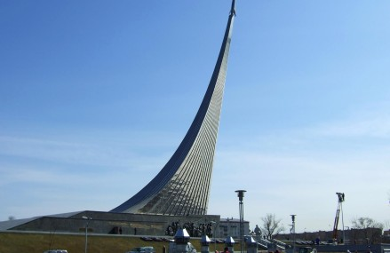 Монумент «Покорителям космоса» в Москве.