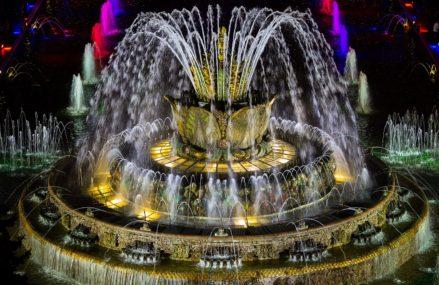 Начало летнего сезона на ВДНХ: запуск фонтанов и концерт оркестра «Русская филармония»!