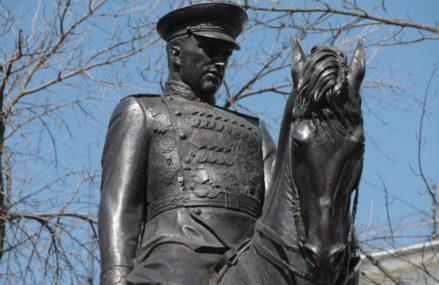 Памятник Рокоссовскому москвичи назвали лучшим из установленных в 2015 году.