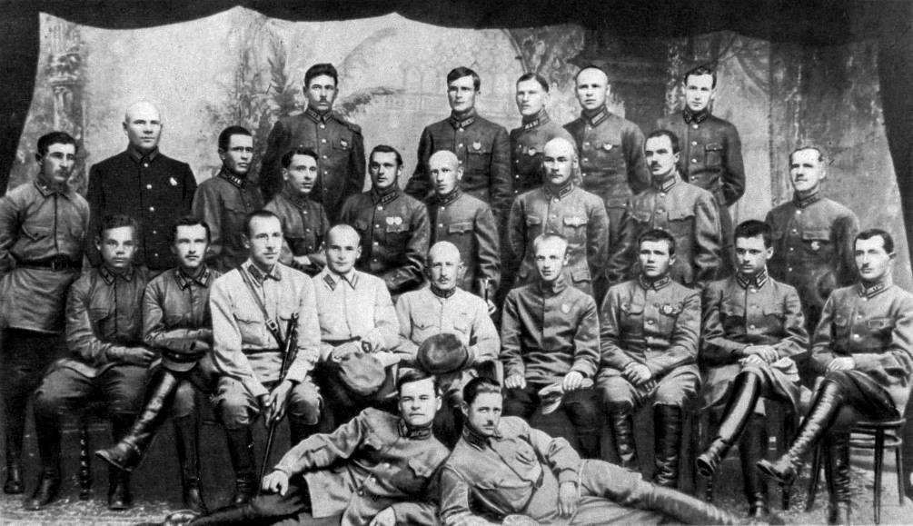 Среди слушателей Кавалерийских курсов усовершенствования командного состава 1924-25.