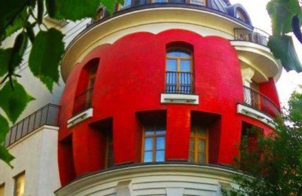 «Дом-яйцо» на улице Машкова 11, в Москве.