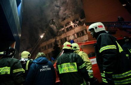 Пожарный из ВАО Данила Басыров со своими бойцами спас из огня девять человек