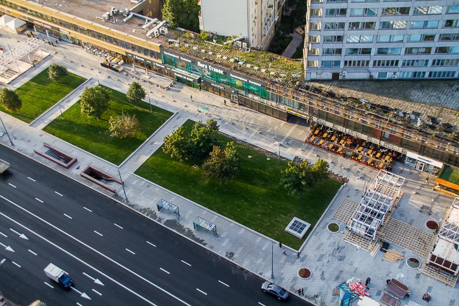 Осенью здесь будут высаживать деревья. Сейчас пока сохранились лишь старые зеленые зоны