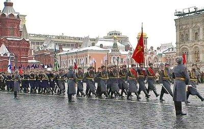 В Москве прошел марш в честь парада 1941 года