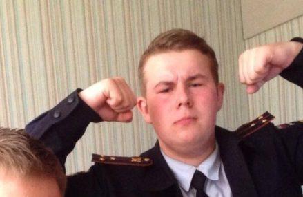Подросток год выдавал себя за полицейского, но спалился в борделе