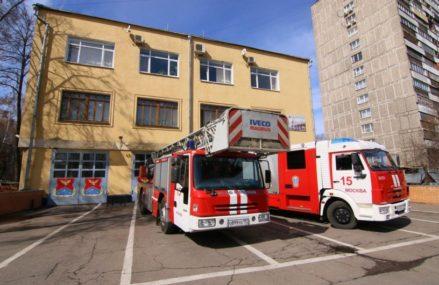Инвалид-колясочник был спасён в Гольянове пожарными