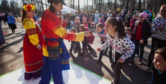 Весенний праздник Пасхи в Перовском парке