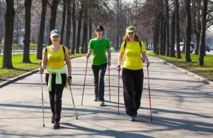 Скандинавская ходьба не сдает позиций в районе Новокосино