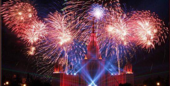 Запись праздничного салюта 9-го мая в Москве
