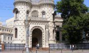 Узнаем задумки московских архитекторов и разгадываем загадки знаменитых зданий