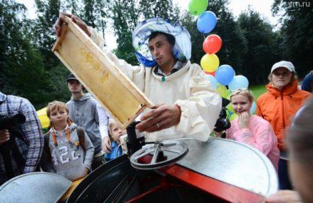 Измайловский парк пригласил косино-ухтомцев на праздник «Три Спаса на пасеке»