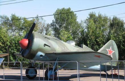 Москвич нашел в лесу остатки самолета, потерпевшего крушение в годы ВОВ