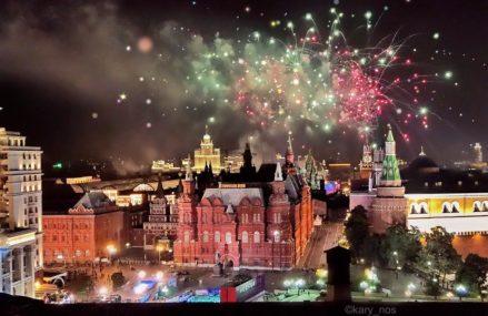 Праздничный салют в честь Дня рождения Москвы 2017