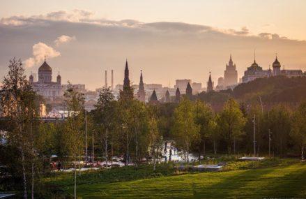Путин открыл парк «Зарядье» и назвал реконструкцию Москвы хлопотным делом