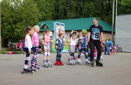 В Измайловском Парке проходят бесплатные занятия по катанию на роликах для детей