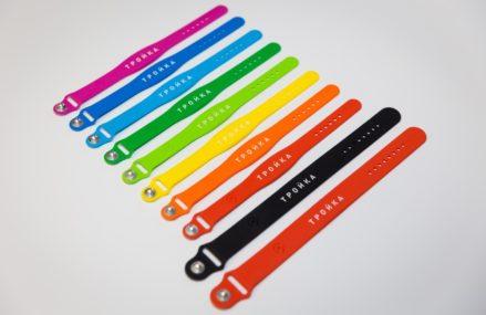Силиконовые браслеты с функционалом транспортной карты «Тройка» были распроданы в рекордные сроки.