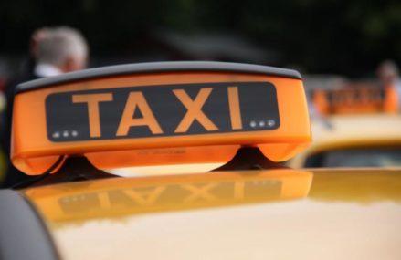 На востоке Москвы двое неизвестных напали на водителя такси