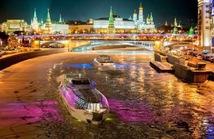 На Москве-реке началась зимняя навигация