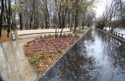 В ВАО завершилось благоустройство сквера у Владимирского пруда