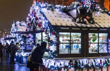 Более 320 шале откроют на площадках фестиваля «Путешествие в Рождество»