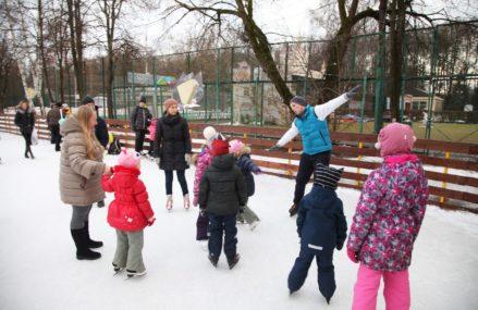 В Измайловском Парке продолжаются бесплатные занятия по катанию на коньках