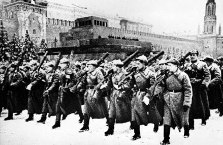 7 самых знаменитых парадов в Москве