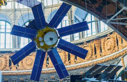 Эксклюзивные кадры крупногабаритных экспонатов будущего центра «Космонавтика и авиация»