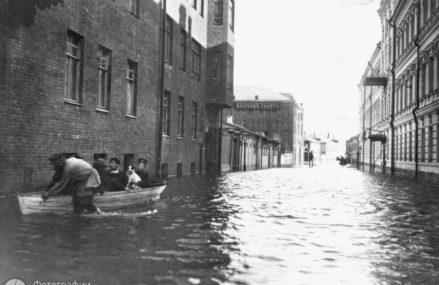 Сто десять лет назад Москва пережила сильнейшее наводнение.