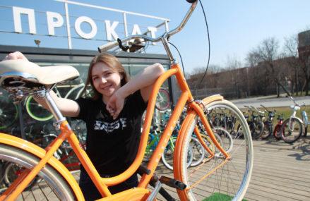 25 апреля, стартовал велосезон. Заработали все городские станции проката велосипедов, и москвичи могут пересесть на двухколесных коней.
