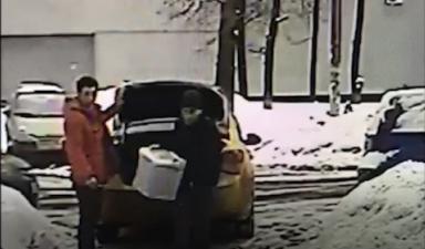 Сотрудники МВД России в Москве задержали подозреваемых в хищении более 100 килограммов красной икры