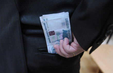 Полковника полиции задержали в Москве за взятку в 250 тысяч рублей