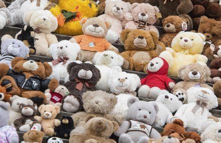 Спустила на плюшевых мишек: в Москве 10-летняя школьница унесла из дома 80 тысяч рублей и потратила их на игрушки