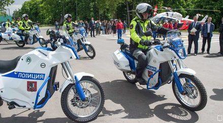 Собянин передал ГИБДД 30 электромотоциклов