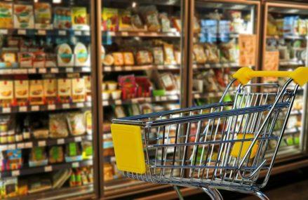 Столичные жители стали меньше тратить на покупки