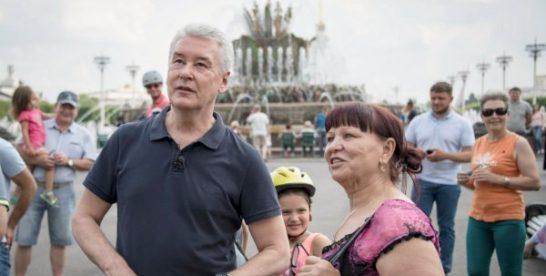Собянин запустил фонтаны на Центральной аллее ВДНХ после реставрации