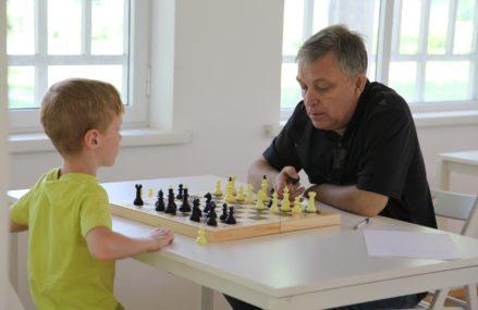 В Измайловском Парке работает шахматно-шашечный клуб для детей и взрослых!