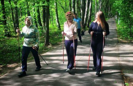 В Измайловском Парке проходят бесплатные занятия по скандинавской ходьбе