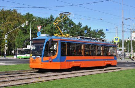 На улице Бориса Галушкина ремонтируют трамвайные пути
