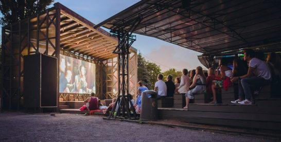 Бесплатное кино будут показывать в парках Москвы до конца августа