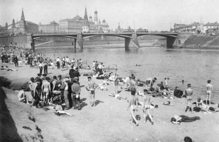 Пляж на Москве-реке, 1929.