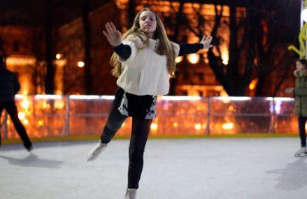 Первые катки с искусственным льдом заработали в городских парках