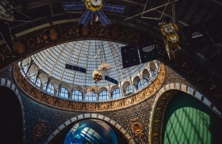 В крупнейшем космическом музее страны — центре «Космонавтика и авиация» на ВДНХ — заработали две новые выставки