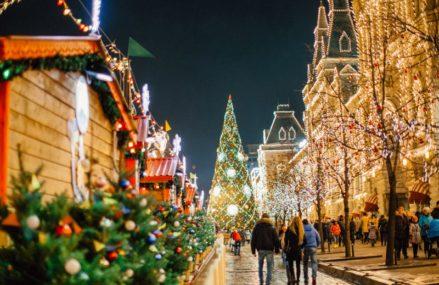 Во время фестиваля «Путешествие в Рождество» между Манежной площадью и площадью Революции расположится большая ледяная горка!